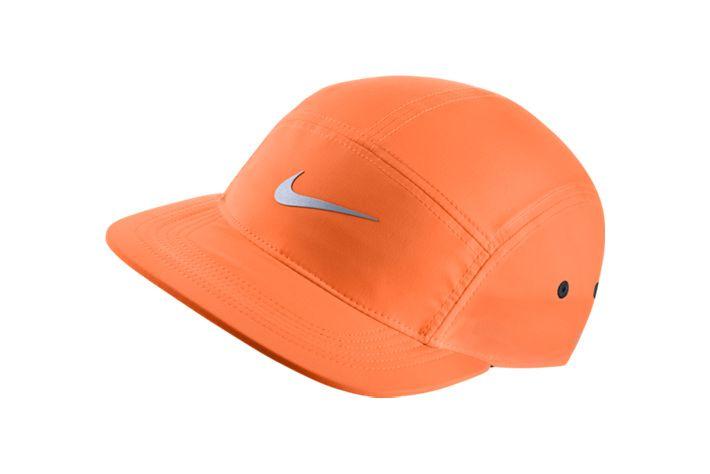 #Nike AW84 Hat - idealna czapka do rożnych aktywności fizycznych, jak i do noszenia na co dzień. Stworzona z materiału, który odpowiada za zarządzanie wilgocią. Bogata paleta kolorów. #czapki #czapkizdaszkiem #drifit #wiosnalato2015 #unisex