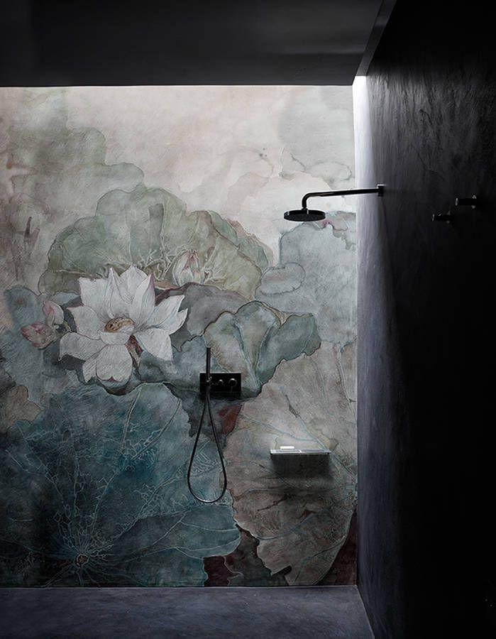 De la couleur dans la salle de bains via un papier peint lavable