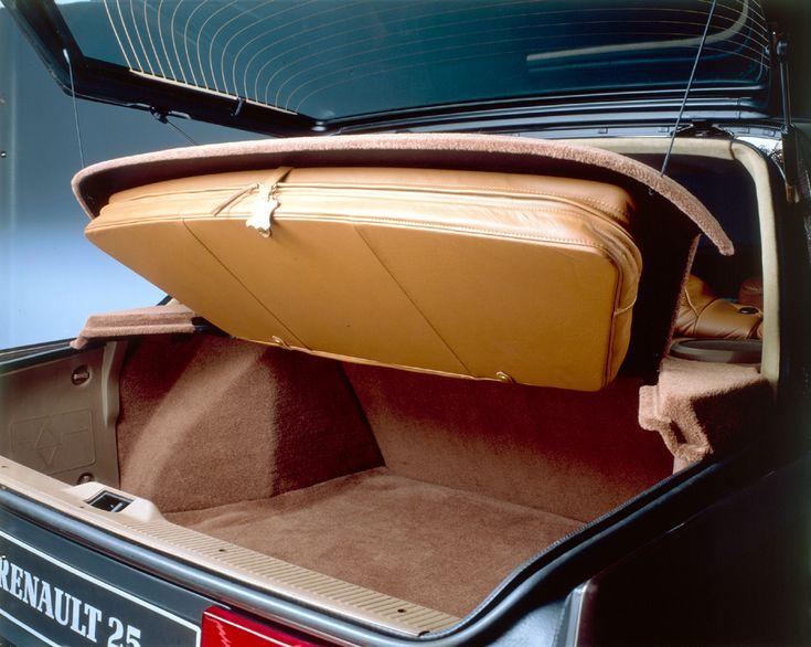 Comble du luxe, la housse de costume qui s'intègre sous la plage arrière.