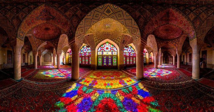 Mesquita caleidoscópia em Shiraz no Irão - Photo by : Mohammad Ganji