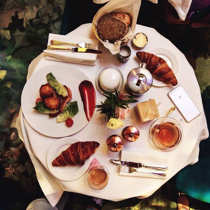 """580 Likes, 10 Comments - Sandra Majada (@invitada_perfecta) on Instagram: """"Desayunar o tomar el té en el @sketchlondon de #Londres, es una parada obligatoria en vuestra…"""""""