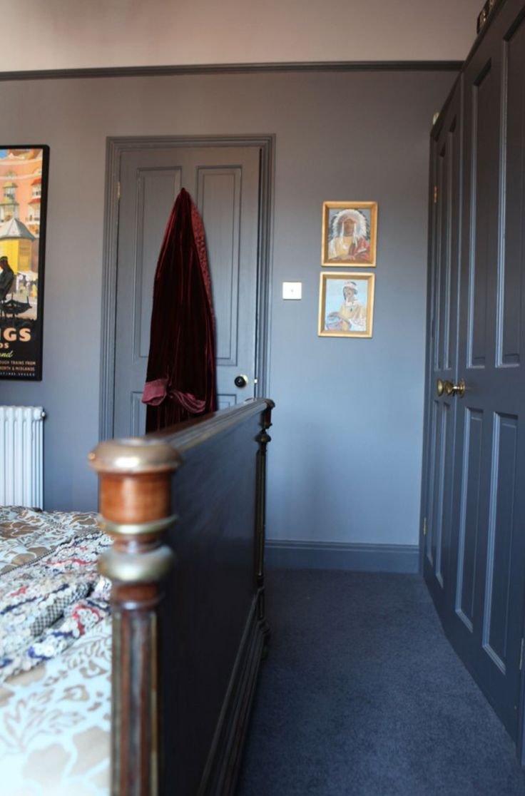 Light Walls Darker Trim : Dark grey trim with light grey walls Black & Grey Panelled Rooms Pinterest Grey walls ...