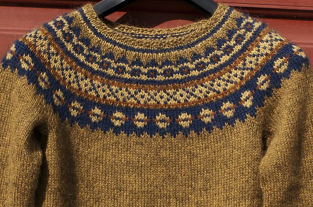 Ravelry: closeup of Yllepladensvanner's Aftur sweater