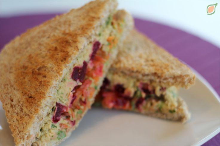Sandwich de Hummus y Verduras. Visita www.healthy-plan.de/blog   @TheHealthyPlan