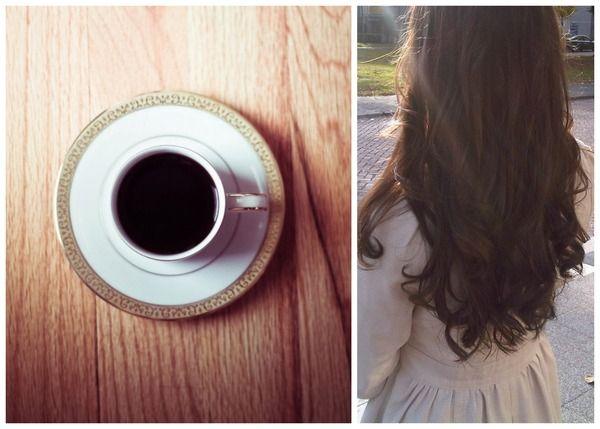 * Maak sterke biologische koffie, bij voorkeur espresso. Niet-biologische koffie bevat zeer waarschijnlijk enkele toegevoegde chemicaliën. * Laat je koffie afkoelen. * Meng 2 kopjes en een natuurlijke conditioner met 2 el. biologische koffieresidu en 1 beker koud gezette koffie. Breng het mengsel aan op je haar en laat het ongeveer een uur intrekken. Het zal je haar een mooie chocolade kleur geven, zonder de chemicaliën.