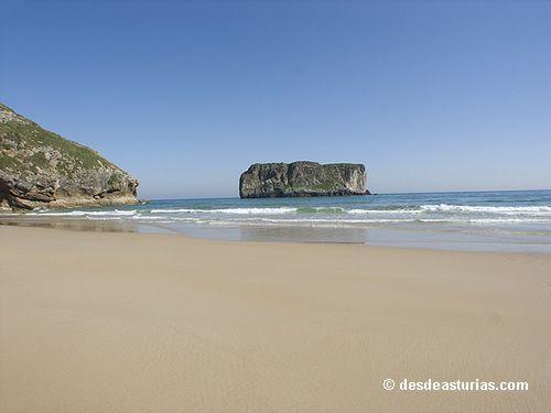 Las playas de Llanes. Playas #Asturias #Spain. [Más info] http://www.desdeasturias.com/las-playas-de-llanes/