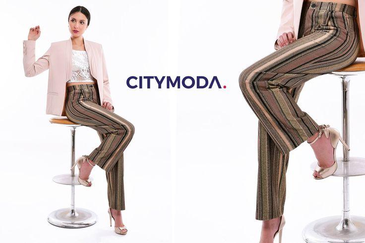 Ravviva il tuo #look con la maxi #bag Liu Jo, dai colori più #cool di questa stagione, ed unisci le linee geometriche dell'abito TwinSet Simona Barbieri, per uno #stile essenziale ricco di fantasia.