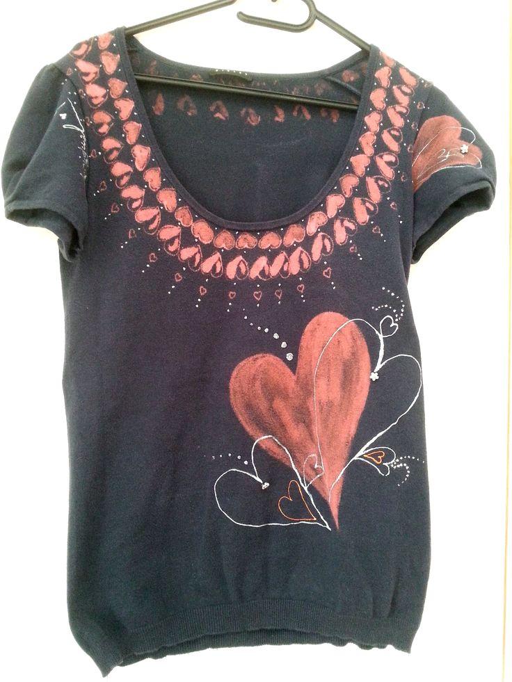 Maglietta con i cuori rossi (davanti) - pittura su stoffa