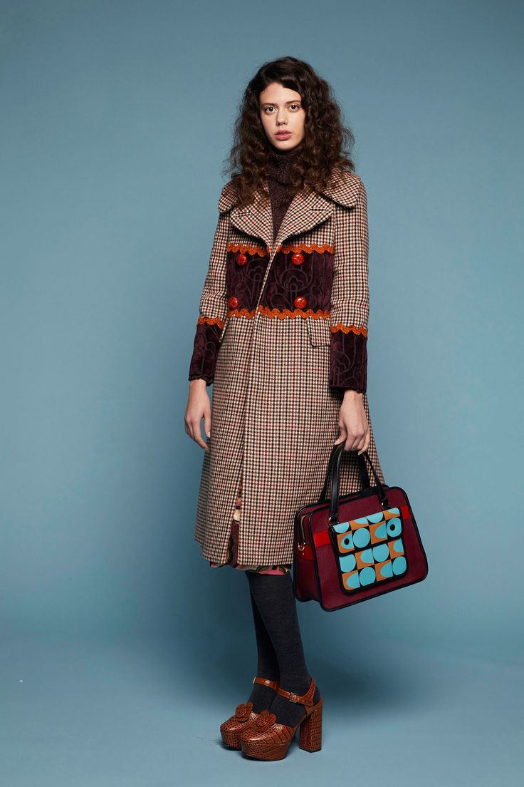 The complete Orla Kiely Fall 2018 Ready-to-Wear fashion show now on Vogue Runway.