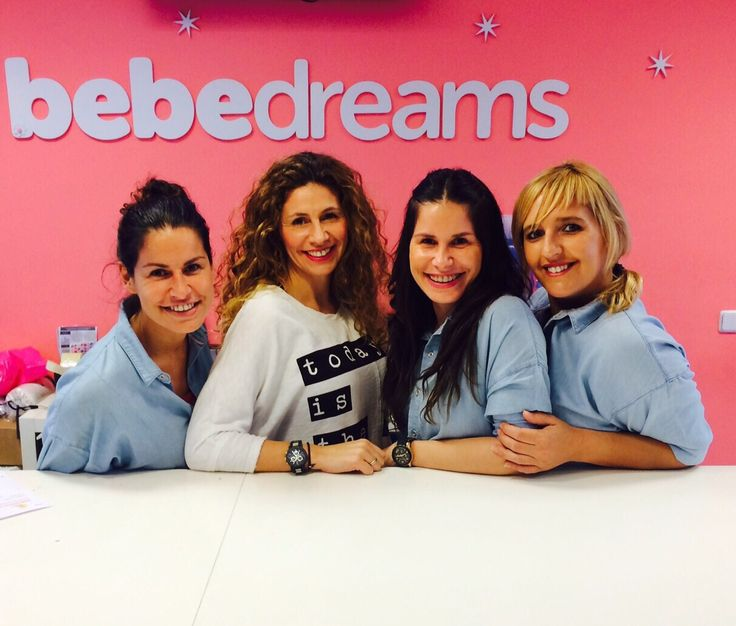 Bibi, Ana, Lore y Mar somos 4 de las 5 bebedreamers que te atenderemos siempre con una sonrisa.