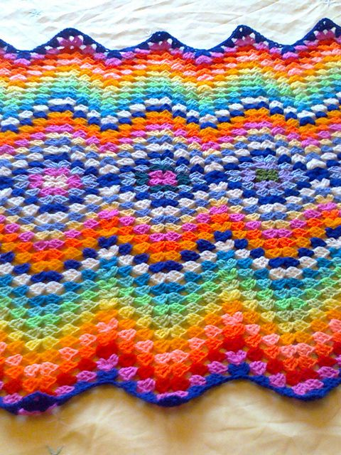 pretty ~~ I love how this has the diamond shape and then ripples working out from each side.  I've done so many ripple afghans and never thought to do it this way.  I will now!