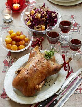 Klassisk julemad: sprød and med rødkålssalat og brunede kartofler - så bliver det jul igen