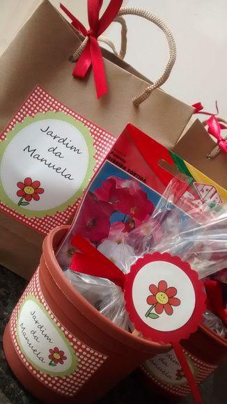 Kit de Jardinagem para festas de aniversário ao ar livre, ecológicas ou no parque.  Ou ainda para os temas de jardim, flores, joaninha, fazendinha.    O kit contém terra, vasinho, sementes (flores ou verdura), sacola, tag e etiqueta que personaliza o vasinho.    As cores e temas podem ser alterados. R$ 11,00