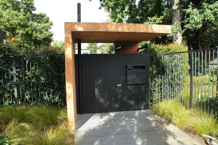 A front Gate in Balaclava Road, North Caulfield. (photo by Victor Perton)