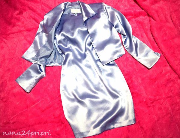 愛用のスーツです(*^-^*) ノースリーブのワンピースにジャケットのスーツです☆ 超つるつるで艶々の気持ちいい手触り☆ 妖艶な光沢が魅惑的です☆ タイトなシルエットが女っぽくセクシー☆ エレガントに女性らしく着こなせます サイズ他:40 ワンピース裏地付 お洗濯済みですが自宅保管の為 キズや香水の香り移り等…あるかもしれません。 気にされない方よろしくお願いしますo(u u*)o OL・秘書・教師・フェチ・コスプレ好きの方など大歓迎ですヾ(*uωu*) ☆お支払方法☆ ヤフーかんたん決済 ☆発送方...