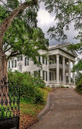 Stanton Hall is one of many antebellum houses in Natchez, Mississippi. You can actually tour this home all year-round.