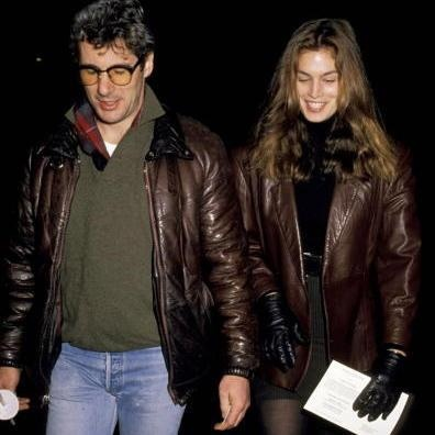 Old school Cindy Crawford & Richard Gere. I would've loved being with Richard Gere, wonder what happened.