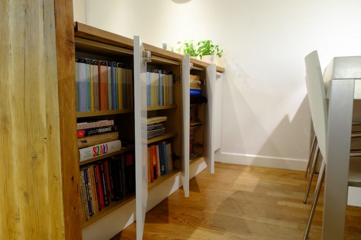 Szafka z książkami  #regał na książki, #biała #biblioteczka, #books, #bookstand, #shelf, #bookcase, #projektowanie #wnętrz, #projektowanie #meble, #JacekTryc, #architekt, #aranżacja #warszawa, #nowoczesne #modern #interiordesigner, #design, #furniture, #interiors,