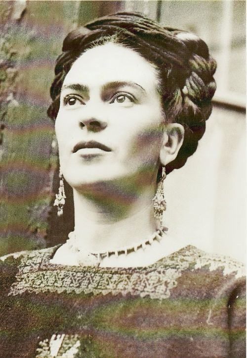 40 Vintage Photos of Frida Kahlo To Get Lost In Today | earring with hand milagro at top
