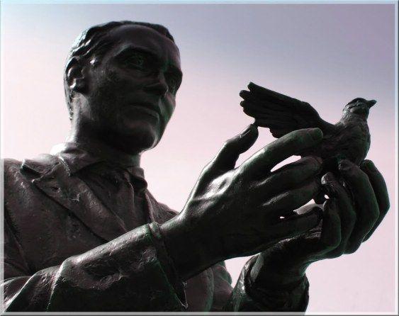 #LuciaBonanni sul secondo e quarto #omaggio a F.G. #Lorca di #EmanueleMarcuccio https://blogletteratura.com/2017/01/17/lucia-bonanni-sul-secondo-e-quarto-omaggio-a-f-g-lorca-di-emanuele-marcuccio/