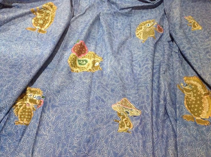 handdrawn hedghogs batik :-), a postmo batik indeed