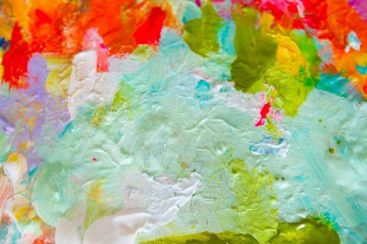 "Messy palette from yesterday's painting....⠀  🎨⠀  ""Your attitude is like a box of crayons that color your world. Constantly color your picture gray, and your picture will always be bleak. Try adding some bright colors to the picture by including humor, and your picture begins to lighten up."" ~ Allen Klein⠀  🌺⠀  Hope you all have a nice start to your week. May you find a little color and laughter in each day! xo⠀  💞⠀"