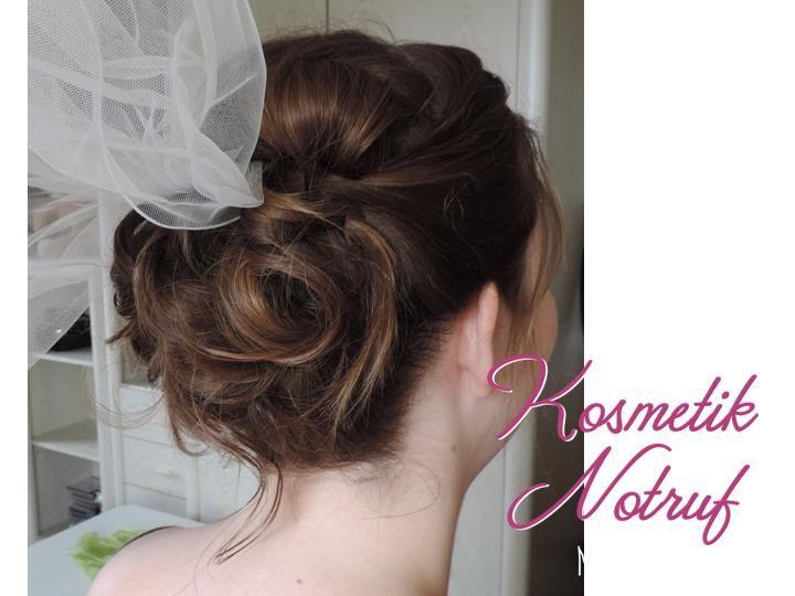 Romatische Brautfrisur mit Schleier von hinten