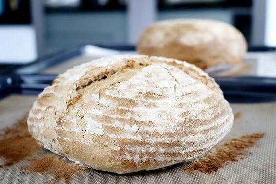 Enkelt surdegsbröd med valnötter