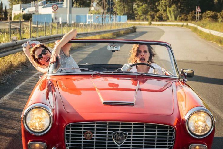 La Pazza Gioia, la fuga verso la felicità di Paolo Virzì - Dopo l'ovazione di Cannes, il nuovo film indimenticabile di Paolo Virzì è al cinema. Superbe Valeria Bruni Tedeschi e Micaela Ramazzotti. - Read full story here: http://www.fashiontimes.it/2016/05/la-pazza-gioia-la-fuga-verso-la-felicita-di-paolo-virzi/
