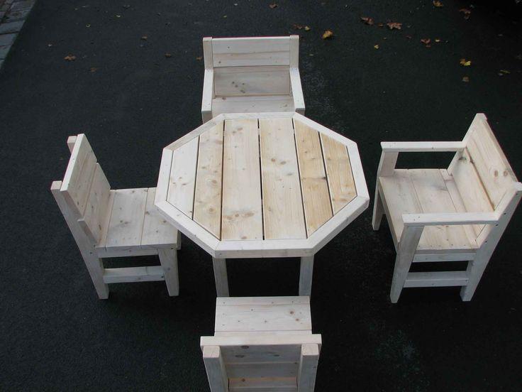 8 hoek tuinset, 1 tafel, zetels met en zonder leunig.