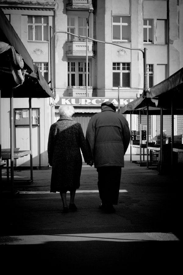 #Poznań #Poznan  #photography  #BW #blackandwhite #bnw #monochrome #instablackandwhite #monoart #insta_bw #bnw_society #bw_lover #street #streetphotography #para #miłość #wierność #Fotgraf