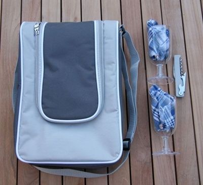 This beautifully made, thermally insulated wine cooler bag from Satara fits one or two bottles of wine and is a great gift for Mum this Mother's Day. It features a comfortable shoulder strap and comes with 2 x plastic wine glasses, 2 x napkins and a bottle opener. Perfect for 2 people and great for picnics, camping and outdoor events