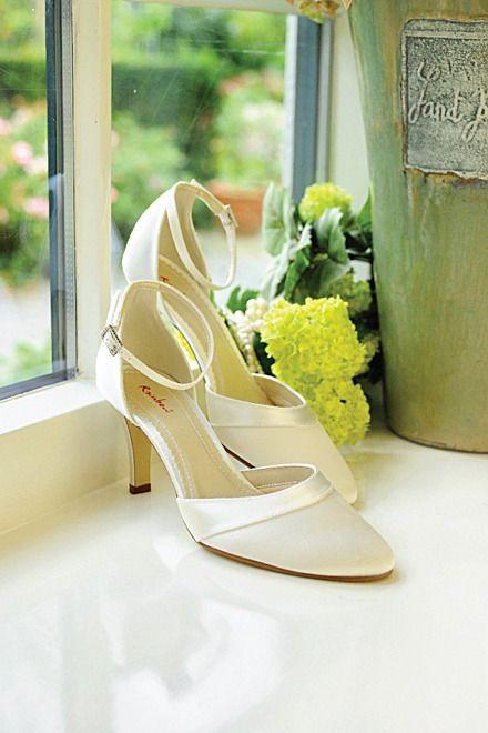 Hochzeitsschuh Amanda ivory creme - Diesen schönen Schuh mit WölckchenEffekt gibt es auch bei uns in der ModeEcke