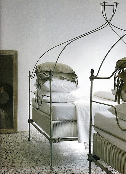 .: Bedrooms Chic, Irons Beds, Kids Bedrooms, Guest Bedrooms, Twin Beds, Canopies Beds, Guest Rooms, Bedrooms Ideas, Beautiful Beds