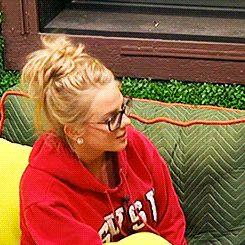 When Nicole got scared by a bird :) Big Brother season 16 NICOLE IS MY SPIRIT ANIMAL I LOVE HER SO MUCH