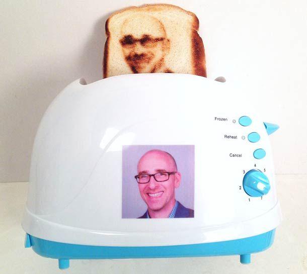 Selfie Toast – Votre selfie grillé sur une tranche de pain !
