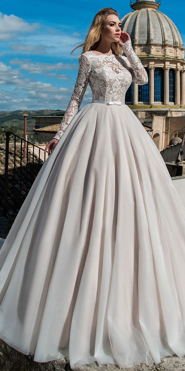 [175.00] Attractive Tulle & Organza Bateau Neckline Ball Wedding Dress With Lace Appliques & Belt