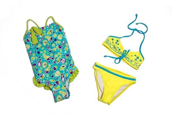 Variedad de trajes de baño para niña.