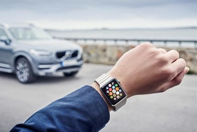Volvo On Call is our app with a host of clever solutions that allow you to control your car remotely. It's simply our way of making everyday life a little less complicated. Available for your smartphone, smartwatch or iPad
