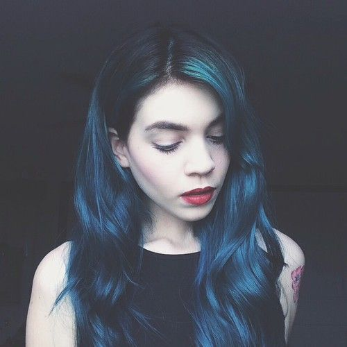Foto de anastasjia | We Heart It | hairstyle, blue, and girl