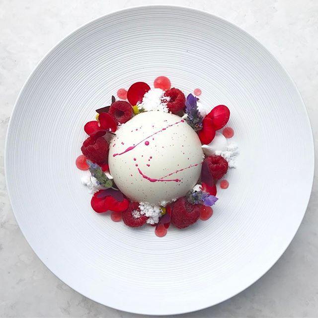 Lychee-champagne mousse cake with white chocolate dome, strawberry sauce, raspberries, meringue, strawberry gel, snow and florals • มูสลิ้นจี่แชมเปญในไวท์ช็อคโกแลตโดม, ซอสสตอเบอรี่, เมอแรงค์, ราวเบอรี่, เจลสติเบอรี่, สโนว์ และ ดอกไม้