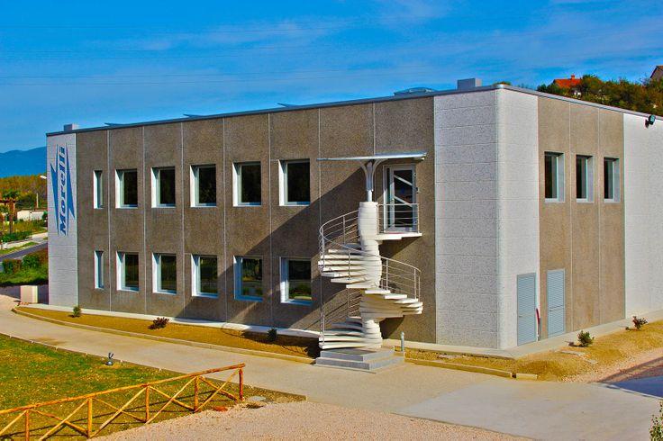 La Morelli Logistica e Servizi S.r.l. dispone di un magazzino di 1500 mq coperti