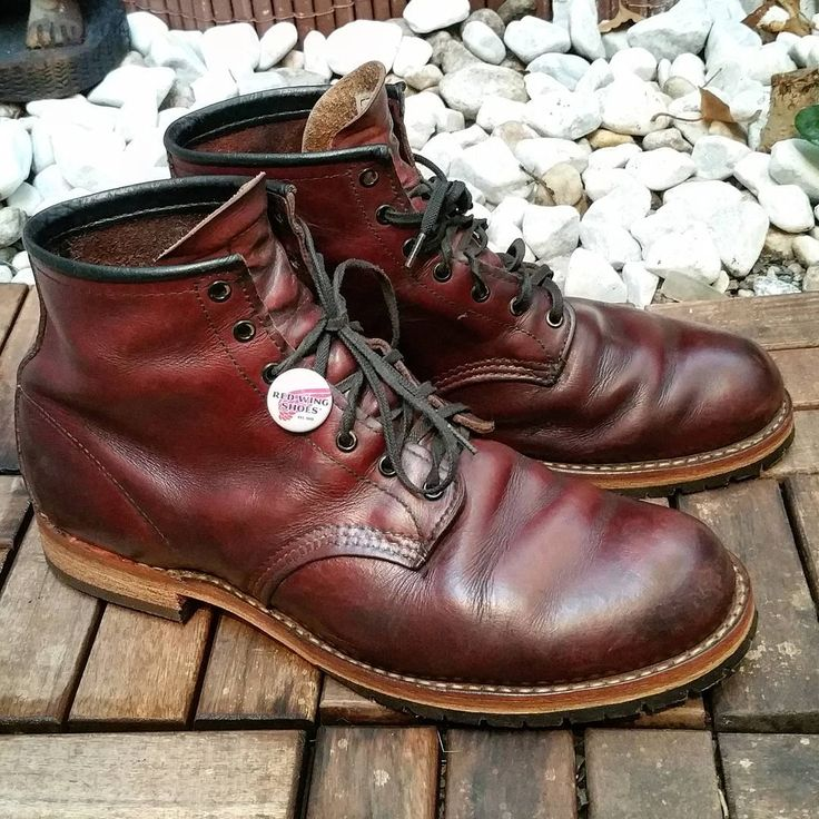 resoled this red wing 9011 with a leather midsole and leather stacked heels  #resoled #redwing #9011 #cobbler #schuhgott #shoerepair #custom #leather #leatherwork #vibram #boots #customize #vintage #handmade #redwingshoes #redwingheritage #stitching #vintagestyle #bootshoes #bootsfreak #oldboots #patina #craftmanship #redwings #redwingboots #redwingcologne
