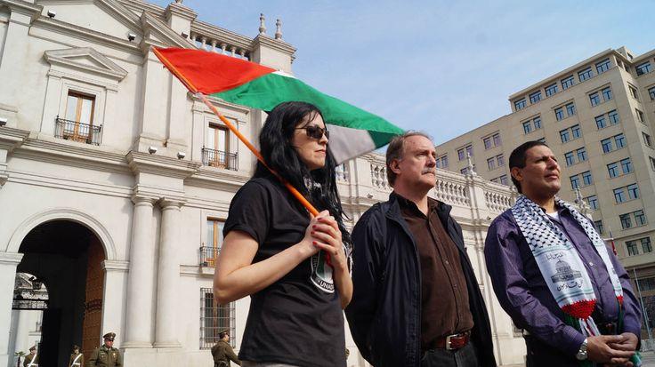 Terminando la marcha, los organizadores se dirigieron a La Moneda para manifestarse y entregar una carta de rechazo contra la guerra en la franja de gaza.
