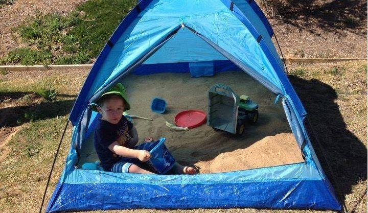 #11 Bungalow tentjes kan je soms voor heel goedkoop scoren. Bouw ze om tot een zandbak met zon-bescherming. Delen Bewaar Like?