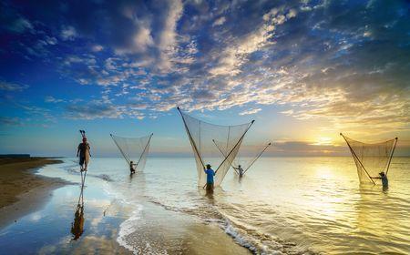 Đẩy Xiệp in Ba Dong beach (Tra Vinh). Photo by Phạm Tỵ -- National Geographic Your Shot