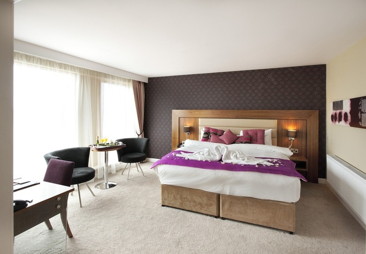 Treat yourself to a stay in the ideal hotel accommodation in Athlone, where the Athlone Springs hotel offers the finest luxury in The Manhattan Suite.