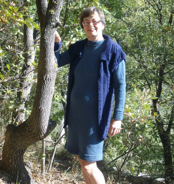 CALTANISSETTA, beautiful and elegant sleeveless cardigan in DK-weight wool. Do it yourself - knitting pattern from domoras
