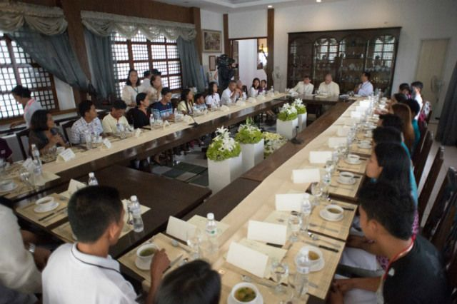 LISTENING CLOSELY. Pope Francis was 'suffering' as he heard the stories of Filipino disaster survivors during his lunch with them on January 17, 2015, says Manila Archbishop Luis Antonio Cardinal Tagle. Photo by Osservatore Romano/AFP