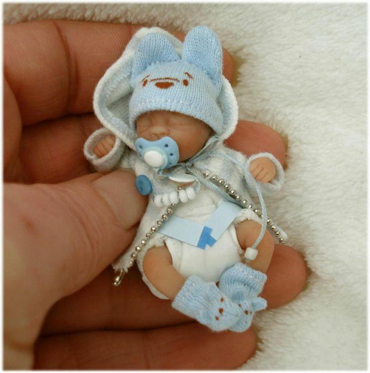 Ooak Miniaturen Baby *5,5 cm* bewegl. mit Mega süßen Teddy-Outfit * D.Stange